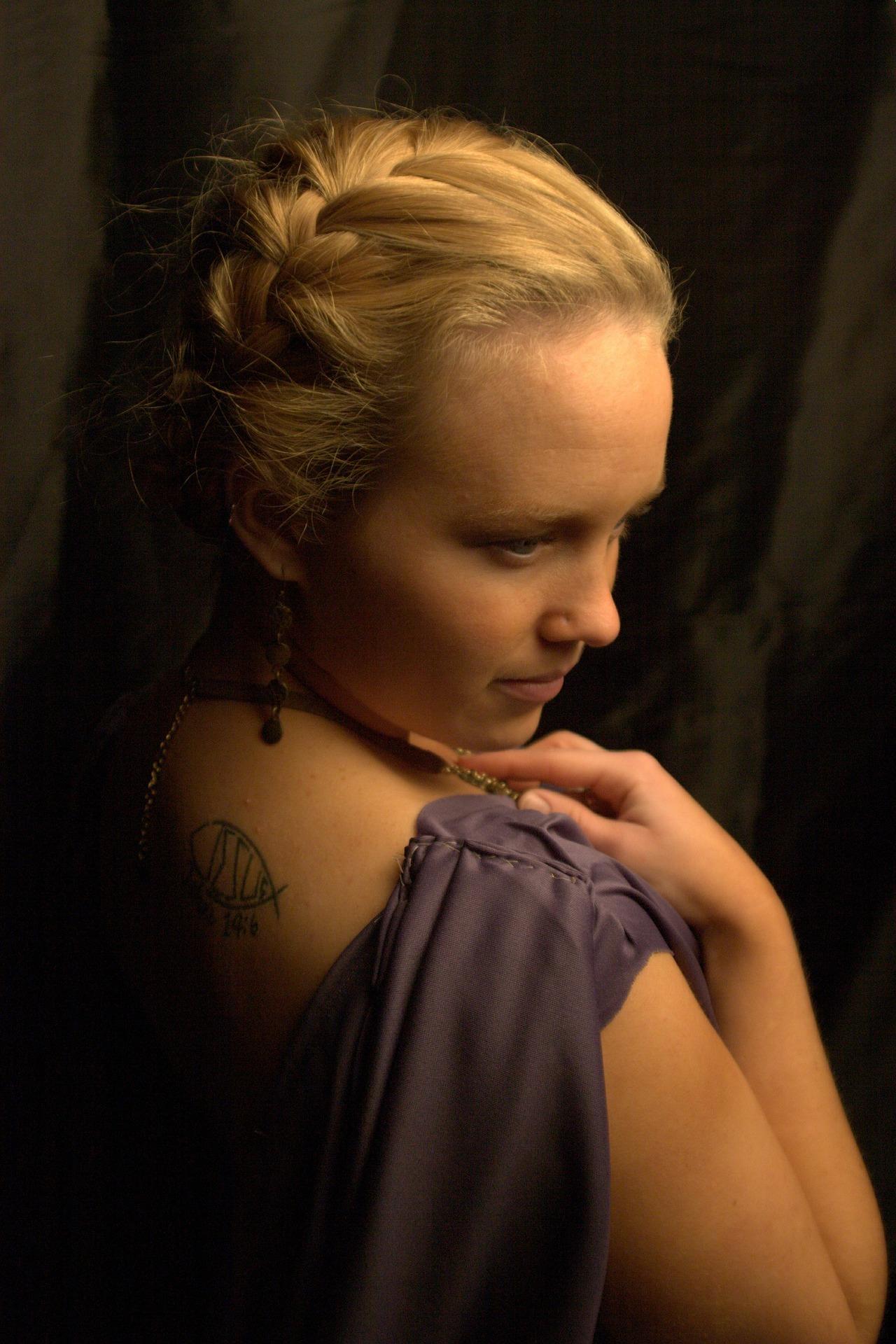 woman-520040_1920